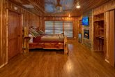 Premium Cabin on the river with 4 King bedrooms