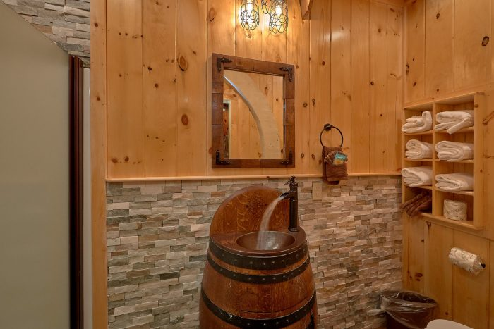 6 Bedroom Cabin with Arcade Game and Game Room - River Mist Lodge