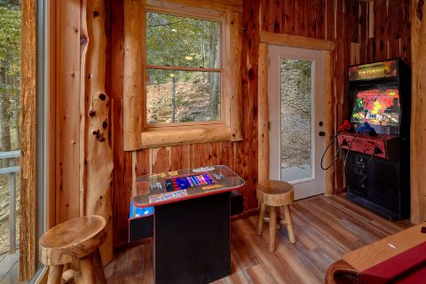 Premium Cabin on the river with Arcade Games - River Mist Lodge