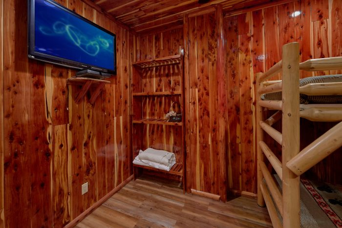 6 Bedroom Cabin with Deck overlooking the River - River Mist Lodge
