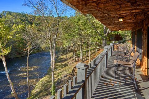 7 Bedroom cabin overlooking the River - River Mist Lodge