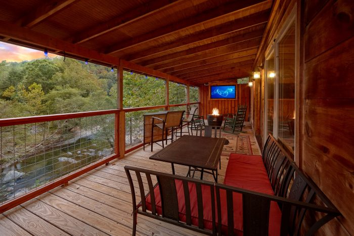 3 Bedroom Cabin with a swing by the River - River Paradise