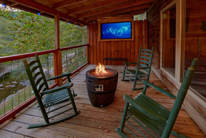 3 Bedroom Cabin with Fireplace on the River - River Paradise