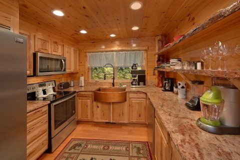 Luxurious kitchen with granite countertops - River Paradise