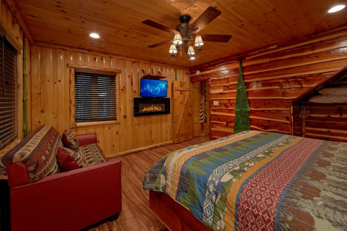 Cabin on the River with King Bed and Fireplace - River Paradise