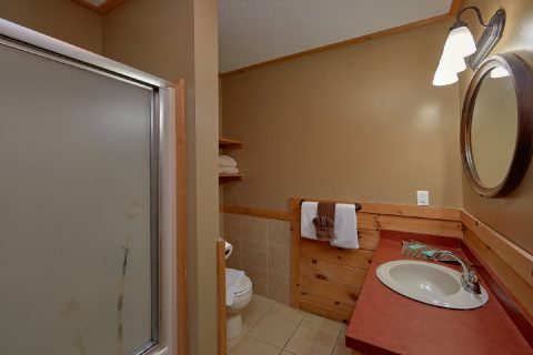Private Master Bathroom in 3 bedroom cabin - River Paradise