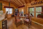 2 Bedroom Cabin with spacious Dining Room