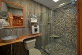 2 Bedroom River cabin with private Master Bath