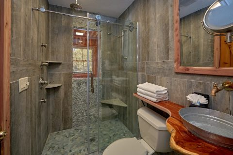 Beautiful Custom bathroom in 2 bedroom cabin - River Pleasures