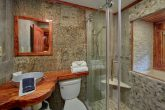 Luxurious Cabin with Private Master Bathroom