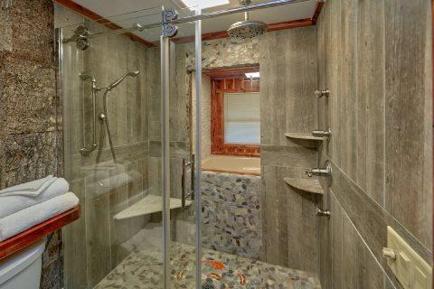 Beautiful TIle Shower in premium 2 bedroom cabin - River Retreat