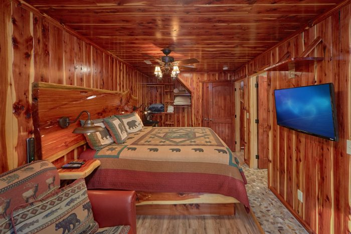 Spacious King suite in 2 Bedroom Cabin - River Retreat
