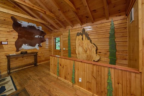 Premium Cabin Rental with Mountain themed decor - River Retreat