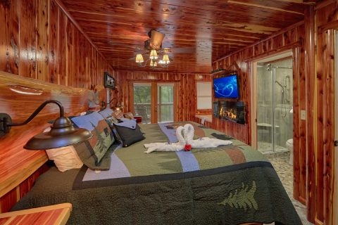 2 Bedroom Cabin with 2 King beds and baths - River Retreat