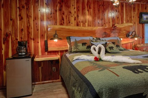 King Suite with Mini Fridge and Jacuzzi Tub - River Retreat