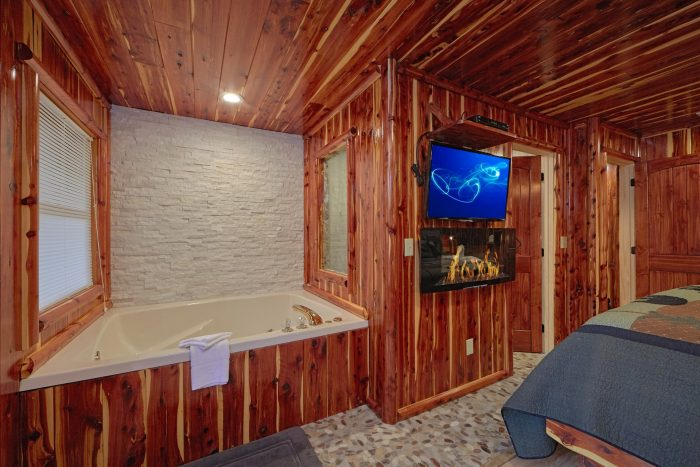 Luxury Cabin with 2 Jacuzzi Tubs and King Beds - River Retreat