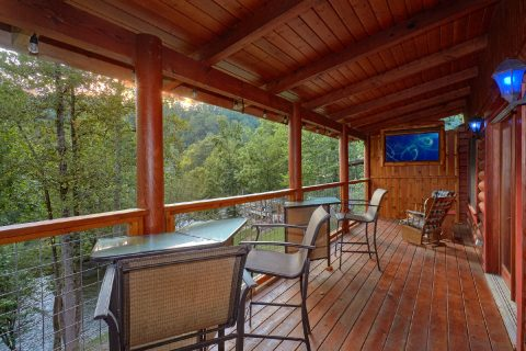 2 bedroom cabin with Deck overlooking River - River Retreat