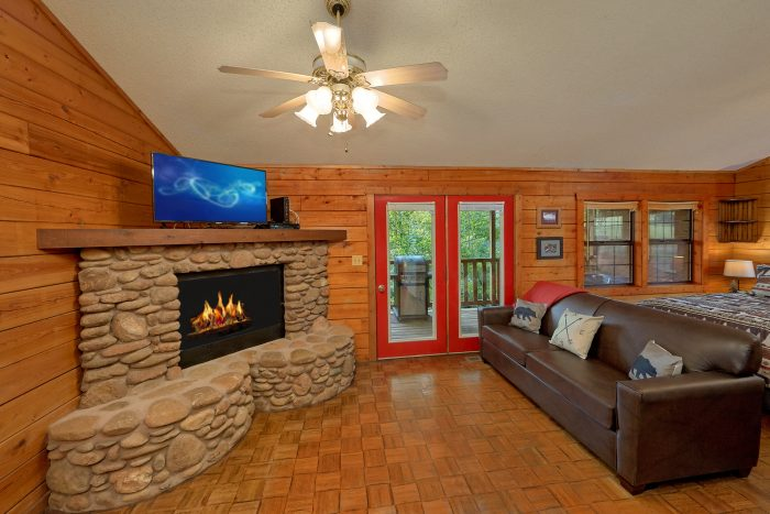 Rustic Cabin with stone fireplace and River view - River Rush