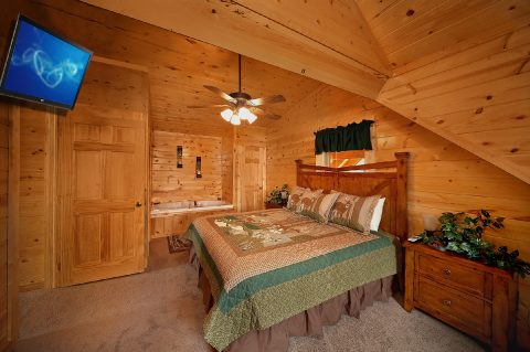 King Bedroom with Jacuzzi - Rocky Retreat