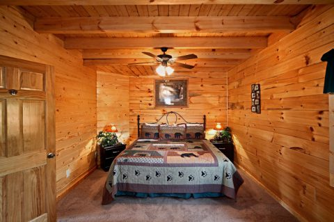 Cabin with King Bed - Rocky Retreat
