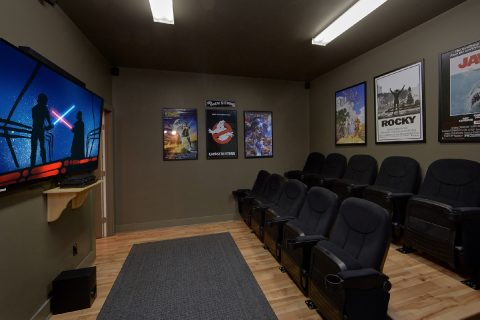 Theater Room in 7 bedroom cabin with DVD library - Rocky Top Lodge