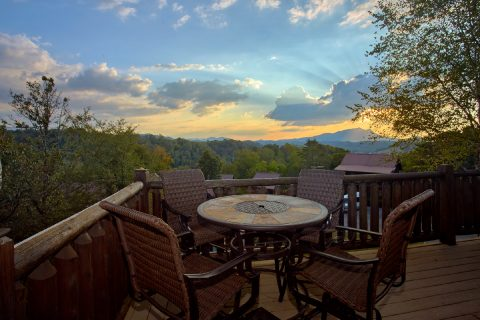 7 Bedroom cabin with Mountain Views from deck - Rocky Top Lodge