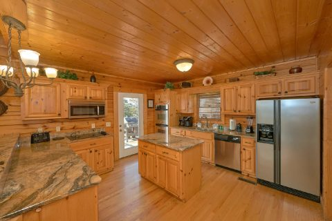 Premium Cabin with Luxurious Furnished Kitchen - Rocky Top Lodge