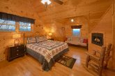 Cabin with Luxuriously Decorated King Bedrooms