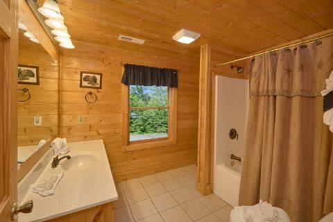 Premium 7 Bedroom Cabin with Queen Bunk Beds - Rocky Top Lodge