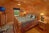 Luxurious Cabin with Private Queen Bedroom