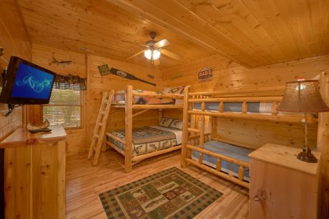 7 Bedroom Cabin with 2 Bunk Bedrooms for Kids - Rocky Top Lodge