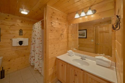 7 Bedroom cabin with 6 baths and Jacuzzi Tub - Rocky Top Lodge