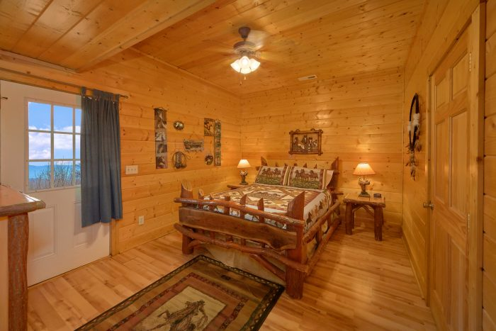 7 Bedroom Cabin with Air Hockey Game - Rocky Top Lodge