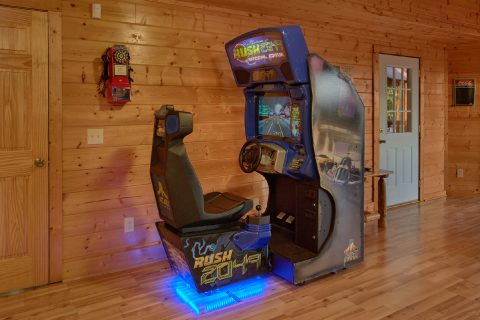 7 Bedroom cabin with Race Car Driving Game - Rocky Top Lodge