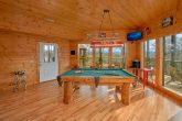 Luxurios Cabin with Pool Table and Game room