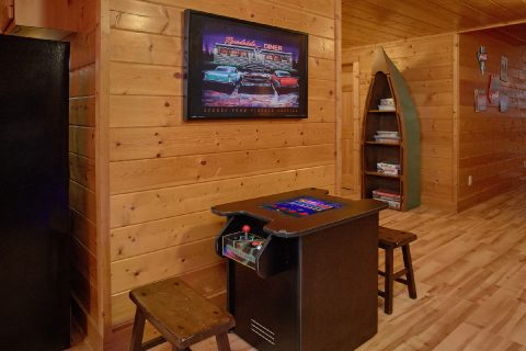 Cabin with 2 Arcade Games and pool table - Rocky Top Lodge