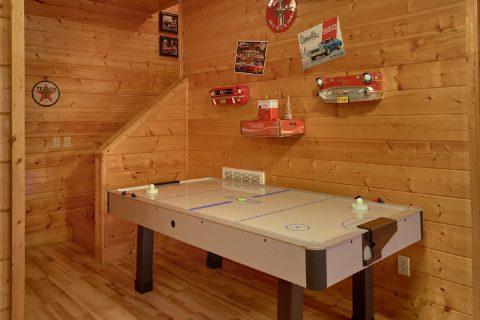 7 Bedroom cabin with Air hockey and Pool Table - Rocky Top Lodge