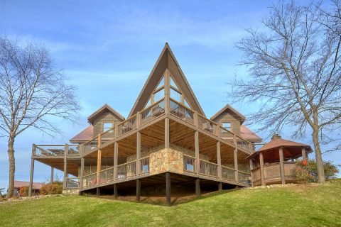 Luxurious 7 Bedroom Cabin with Hot Tub Gazebo - Rocky Top Lodge
