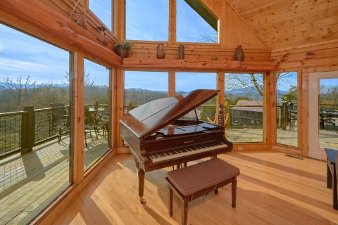 Luxury 7 Bedroom Cabin with a Baby Grand Piano - Rocky Top Lodge