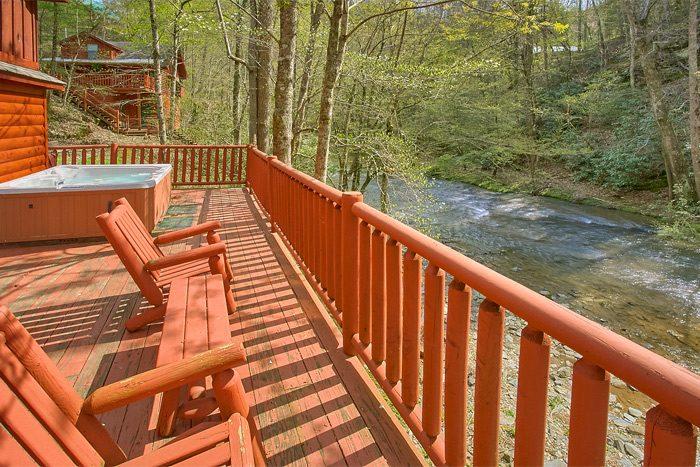 Rustic cabin on the creek in Wears Valley - Rolling Creek
