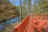 Creekside 2 Bedroom Cabin with Hot Tub