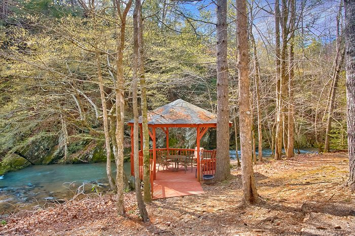 Cabin with Picnic Gazebo on the Creek - Rolling Creek