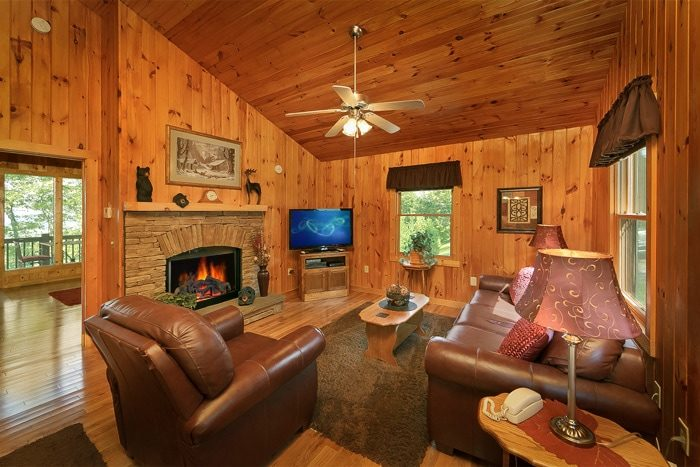 Luxury Honeymoon Cabin in Pigeon Forge - Romantic Evenings