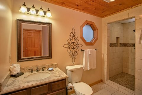 Honeymoon Cabin with Private Bath & washer/Dryer - Romantic Evenings
