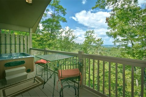 Honeymoon Cabin with Private Hot Tub and View - Romantic Evenings