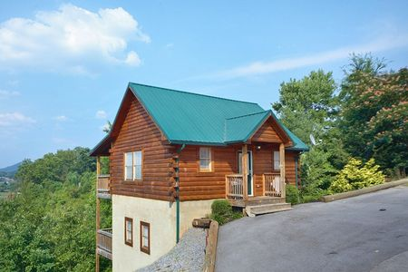 Bear'ly Makin' It: 1 Bedroom Sevierville Cabin Rental