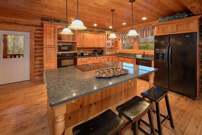 Gatlinburg Spacious 6 Bedroom Cabin Sleeps 20 - Royal Vista