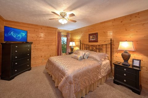 6 Bedroom Cabin Sleeps 20 Main Floor Master - Royal Vista