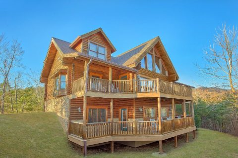 3 Story 6 Bedroom Cabin in Gatlinburg Sleeps 20 - Royal Vista
