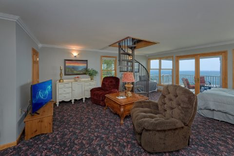 Spacious 1 Bedroom, 2 Bath cabin for 7 guests - Ruby's Cliffside